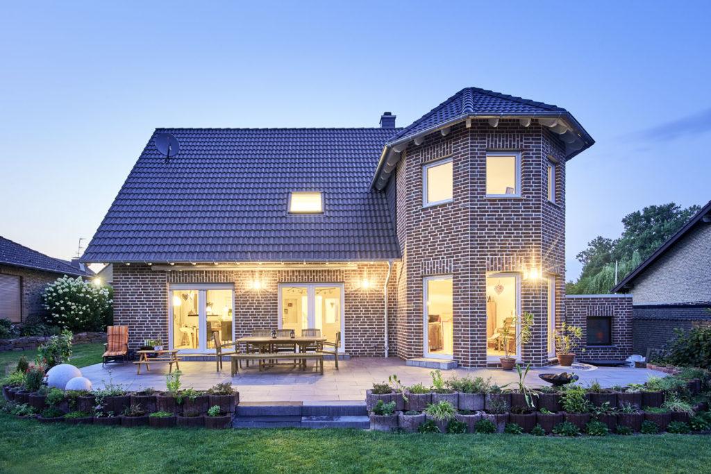 Individuell gebautes Einfamilienhaus mit Schlossturm